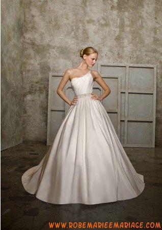 Robe élégante en satin avec une bretelle agrémentée de plis robe de mariée avec traîne