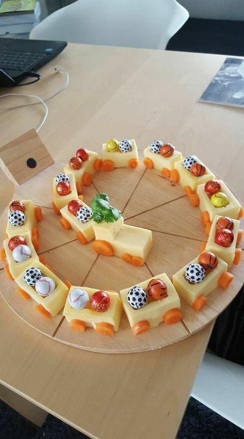 Nur eine Lok zum Essen für die Geburtstagsfeier. Sch – Alimentos divertidos par