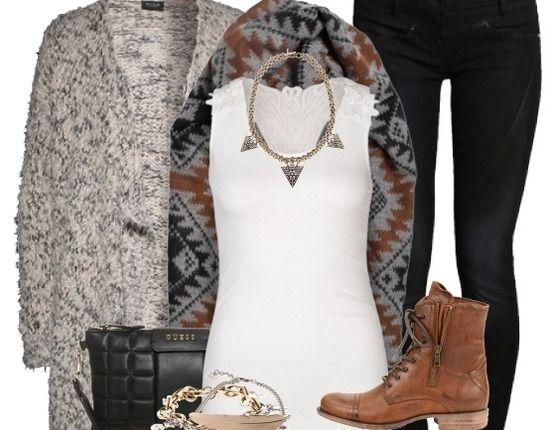 Süßes Outfit für den Herbst! Der gemusterte Schal von Pepe Jeans und die Statement-Kette geben dem sonst legeren Outfit das gewisse Etwas ♥