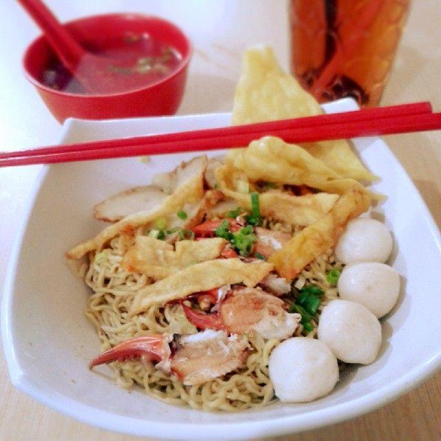 Bakmi kepiting pontianak.. Pontianak crab noodles