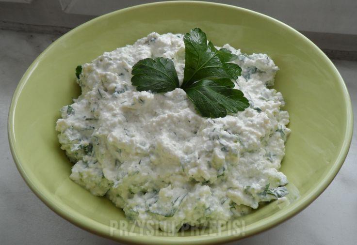 Pasta twarogowa z majonezem i ziołami.