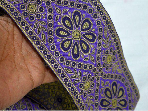 Negro púrpura del brocado del oro Seda Sari Border, de tejido Jacquard Frontera, Encaje. Frontera ha tejido flores por todas partes y el ajuste es de aproximadamente 4 pulgadas de ancho. Esta...