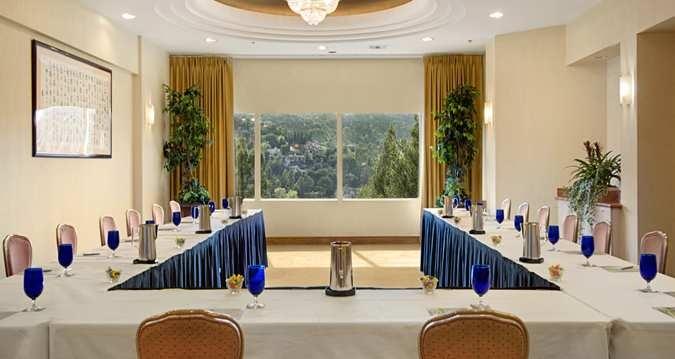 Sierra Suite Meeting Space (www.hiltonuniversal.com)