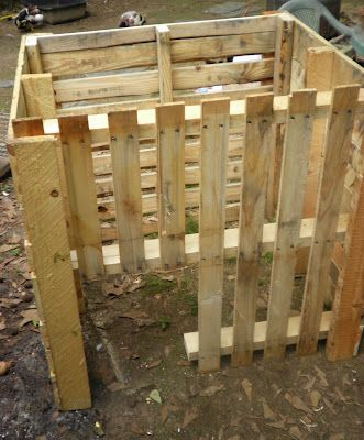 Simply Self Sufficiency: Duck Pallet House