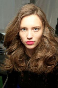 Tendenza capelli ondulati primavera 2014 Volume e onde tra i capelli per essere perfette nella prossima primavera 2014