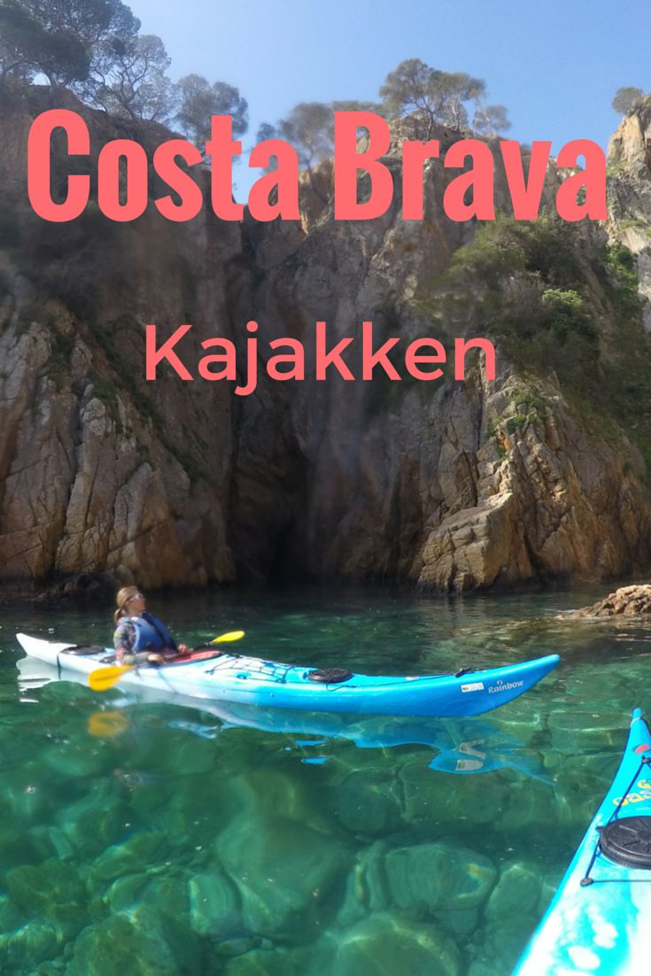 Glashelder water in verschillende tinten groen en blauw. Ik zet nog even aan met mijn peddel en moeiteloos glijd ik langs de grillige rotsformaties. Kajakken langs de mooie baaien aan de Costa Brava is gaaf!