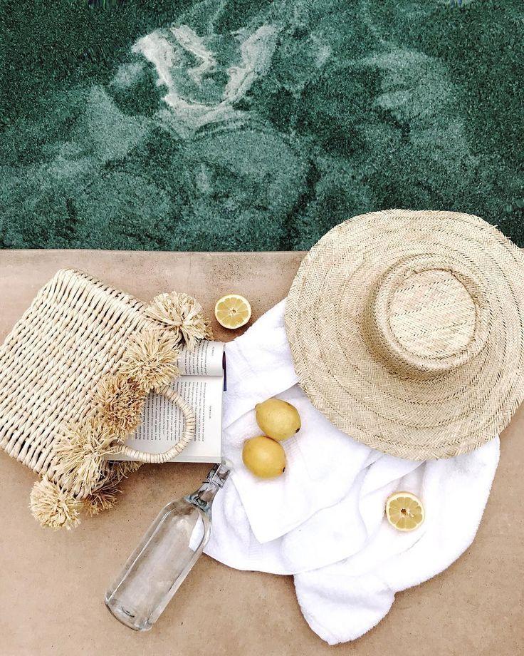 Inspiração plana para o verão à beira da piscina | Flatlay para clima quente | Estilo à beira da piscina | S …   – summer
