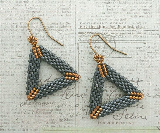 Linda's Crafty Inspirations: 3D Peyote Triangle Earrings - Matte Blue Grey