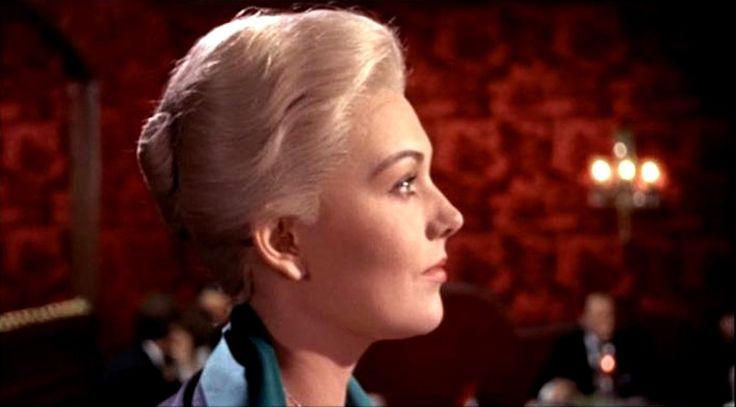 la donna che visse due volte | In foto Kim Novak (84 anni) è Moll Flanders nel film di Alfred ...