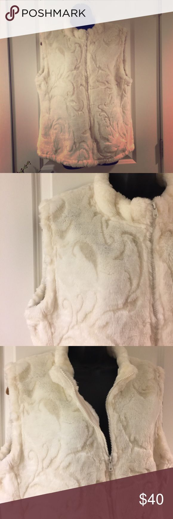 ⬇️Reduced ⬇️ Coldwater Creek, XL, faux fur,  vest Coldwater Creek, XL, off white, faux fur, zip vest, lovely design in the fur, vest like new, Coldwater Creek Jackets & Coats Vests