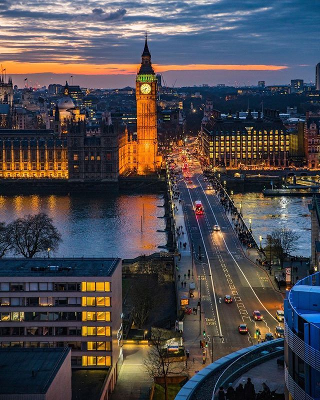 Merry Christmas  Season's greetings from London's most beautiful view of #BigBen  Viewpoint location➡️: top floor terrace at #WestminsterBridge student accommodation (@wbsa.london )