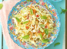 Салат из капусты и моркови https://www.go-cook.ru/salat-iz-kapusty-i-morkovi/  Самый что ни на есть диетический овощной салат. Для его заправки не используется ничего жирного, даже растительное масло (которое почему-то очень часто можно найти в рецептах «лёгких салатов). Готовиться этот салат очень быстро Рецепт салата из капусты и морковки Время подготовки: 10 минут Время приготовления: 10 минут Общее время: 20 минут Кухня: Русская Тип: Закуска … Читать далее Салат из капусты и моркови