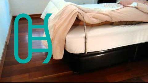 Necesidades de pacientes en cama Si el paciente tiene alguna fractura o herida, la ropa de la cama le puede molestar, podemos utilizar un arco de cama protector para que las sábanas o mantas no entren en contacto con los pies o las piernas