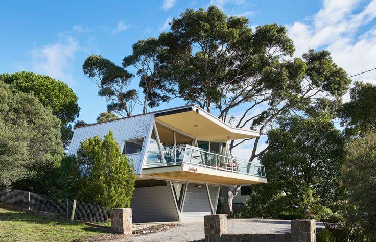The McCraith 'Butterfly' House, mid century architecture in Australlia