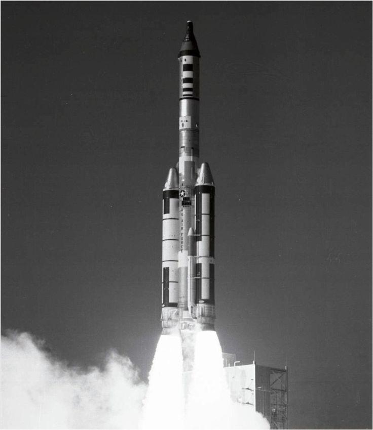 Vuelo de prueba del Laboratorio Orbital Tripulado (MOL) desde el Complejo de Lanzamiento 40 en Cabo Cañaveral, EE.UU.