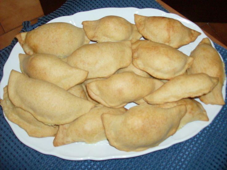 FIADONI (ABRUZZO)  CLICCA QUI PER LA RICETTA http://www.loscrignodelbuongusto.com/altre-ricette/ricette-salate/80-fiadoni-abruzzo.html