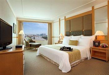 Renaissance Riverside Hotel Saigon | Deluxe King City View $145 | no wireless