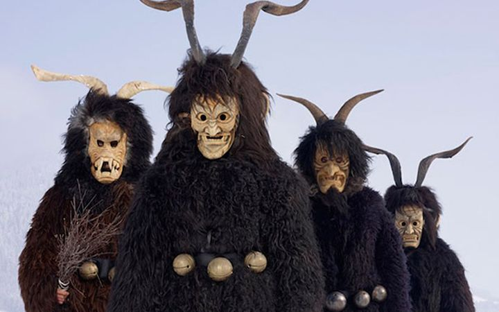 Fantasias impressionantes usadas por tribos europeias em rituais pagãos