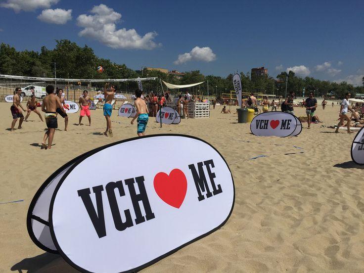 https://flic.kr/p/upkXNo | Vichy Catalán inundó la playa de Nova Icària de Barcelona con su evento #VCHVoley