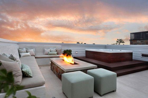 Terraza en la azotea .El jacuzzi es el punto de diseño principal de esta terraza, al centro una pequeña estructura que es usada como  fuente de fuego (Brandon Arquitectos)
