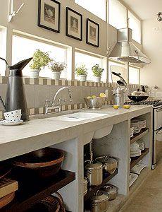 O cimento queimado, além de ser utilizado no piso, nas paredes e no teto, também pode ser utilizado nos móveis. Separei alguns exemplos de móveis na cozinha feitos com cimento queimado. A cozinha r…