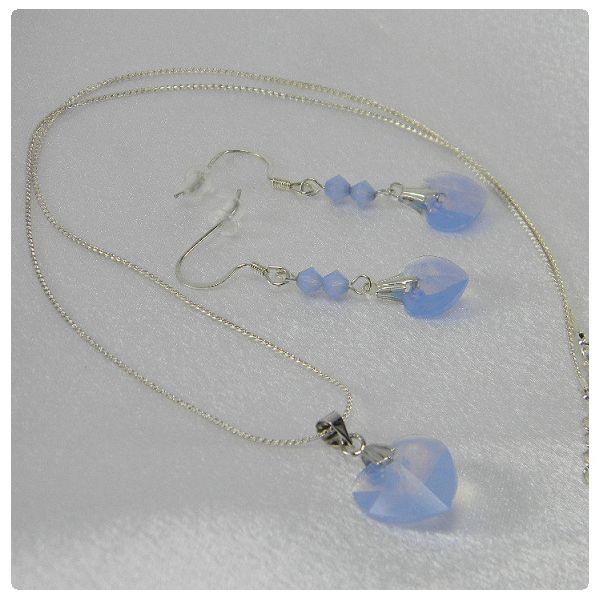 Nyaklánc és fülbevaló inspiráció #Swarovski SZÍV medálból és Xilion Bicone gyöngyökből Air #Blue #Opal színben.
