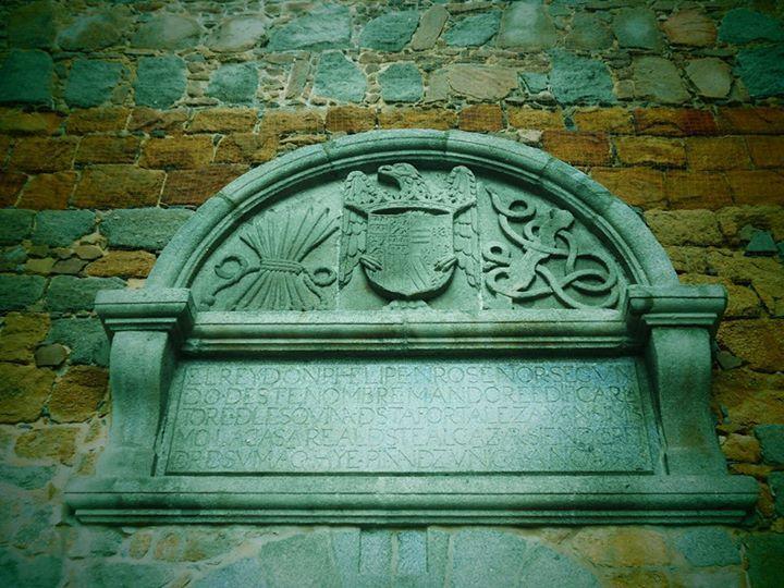 Escudo sobre puerta del Alcazar