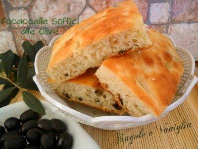 Le Focaccelle Soffici alle Olive,per chi ama i sapori semplici ma genuini,sfiziose e fragranti,ottime da mangiare farcite o cosi' come sono!