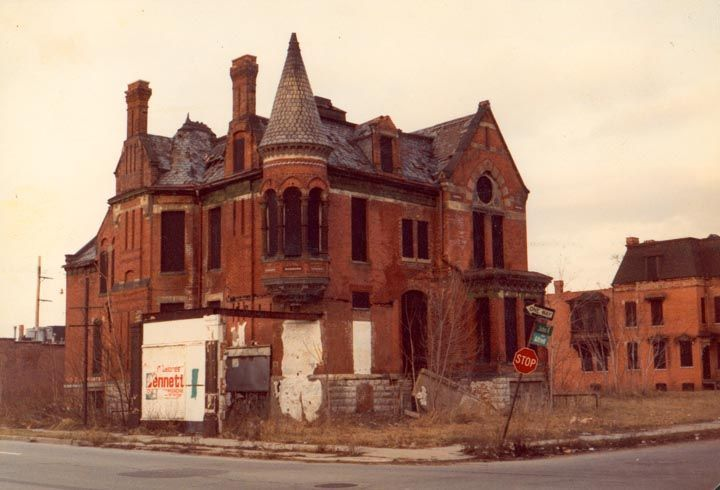 Abandoned building in detroit the fallen pinterest for Building a house in michigan