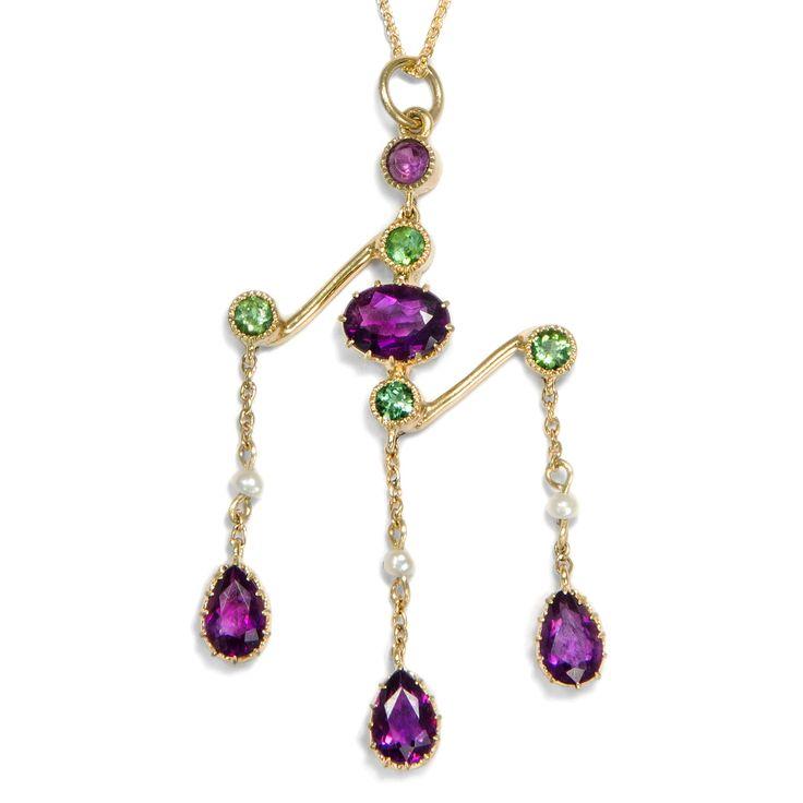 Gleichgewicht als Ziel - Faszinierender Suffragetten-Anhänger aus Amethyst, Demantoid und Perlen, um 1910 von Hofer Antikschmuck aus Berlin // #hoferantikschmuck #antik #schmuck #antique #jewellery #jewelry // www.hofer-antikschmuck.de