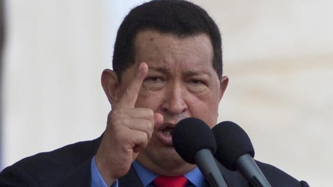 El presidente de Venezuela, Hugo Chávez, dijo que no tiene pendiente exámenes médicos, dentro de su tratamiento contra el cáncer, durante la campaña para buscar otra reelección en los comicios del 7 octubre. Ver más en: http://www.elpopular.com.ec/55873-chavez-descarta-revision-medica.html?preview=true