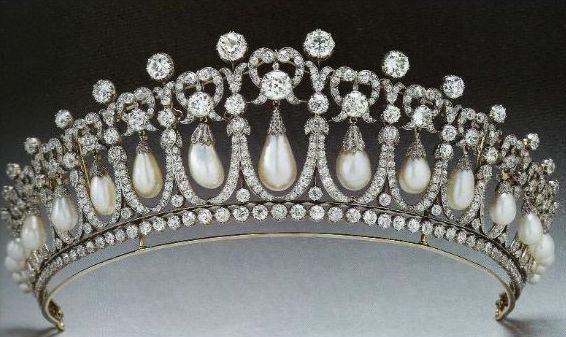 cambridge-lovers-knot-tiara-1913-version