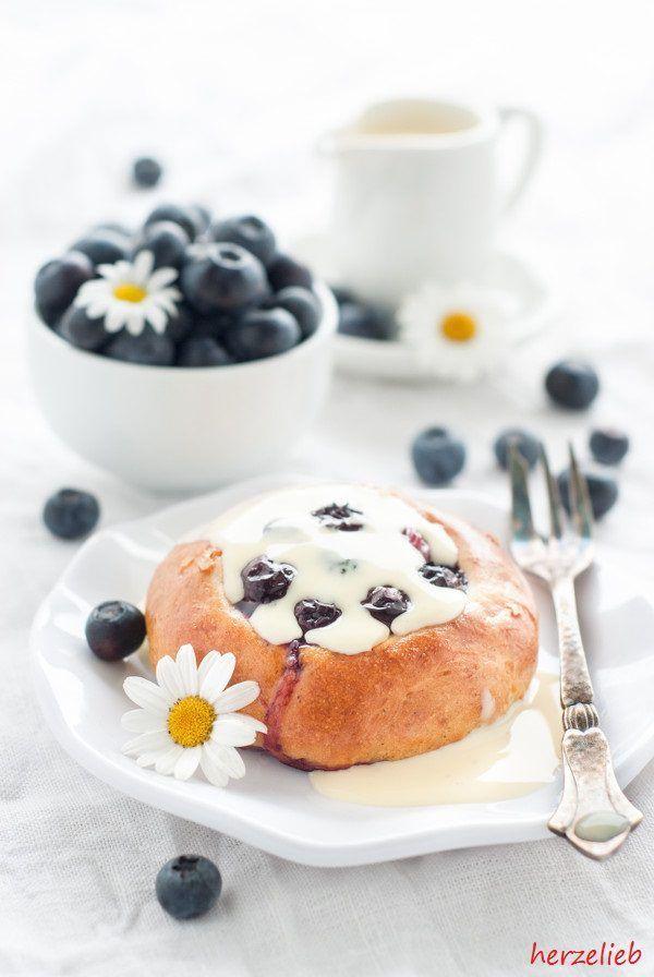 Rezept Frühstück: Schwedisches Fikabröd, leckerer Hefeteig mit Blaubeeren und Marzipan