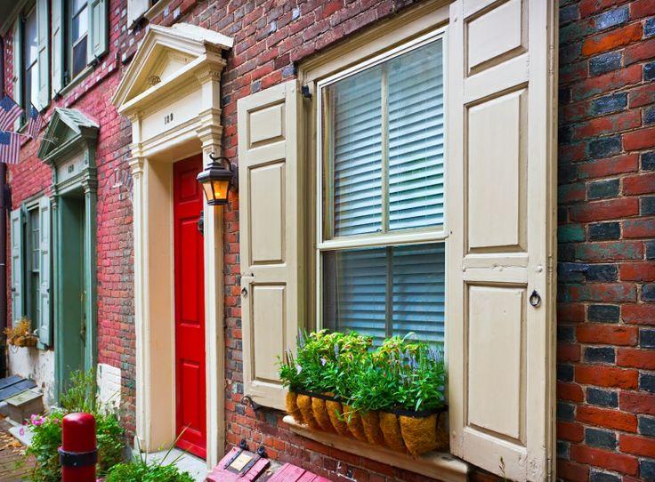 Elfreth's Alley, el callejón residencial más antiguo de #EstadosUnidos, en #Filadelfia http://www.nuevayork.travel/ciudades-para-visitar/filadelfia/ #turismo #viajar #ElfrethsAlley #Philadelphia