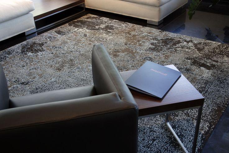 Der Himal Surface ist ein Musterbeispiel für die kreative Welt der Designerteppiche. Das komplexe Design wirkt wie ein Kunstwerk für den Boden, das freiliegend besonders ausdrucksstark zur Geltung kommt.