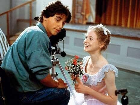 """Rainer (Patrick Bach) verliebt sich in die Ballerina Anna (Silvia Seidel). Bach war zuvor bereits Star der ZDF-Serie """"Silas""""."""