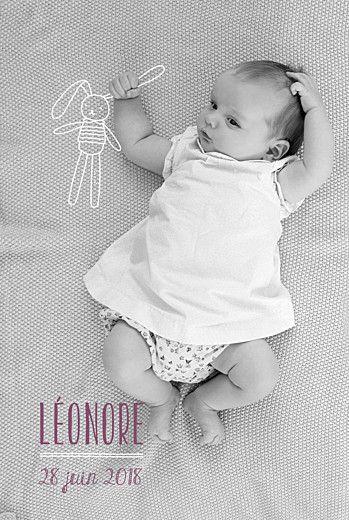 Un lapin en peluche imaginaire s'est invité sur le faire-part de naissance de Léonore sous forme d'illustration... Une carte dont la mise en page est réalisée sur mesure pour s'adapter à la photo de votre nouveau-né ! Une nouveauté Rosemood... #birthcard #announcementcard #rabbit #pics #illustration #blanket