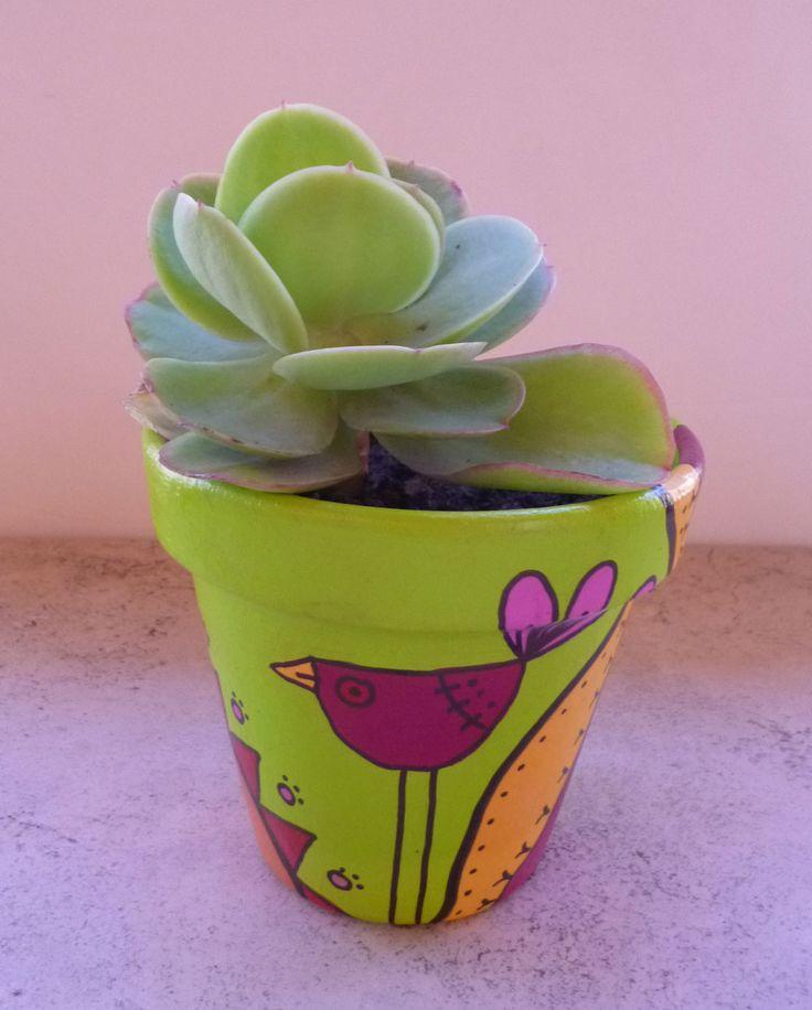 Amor suculento | Maceta pintada a mano en acrílico con plantitas suculenta.
