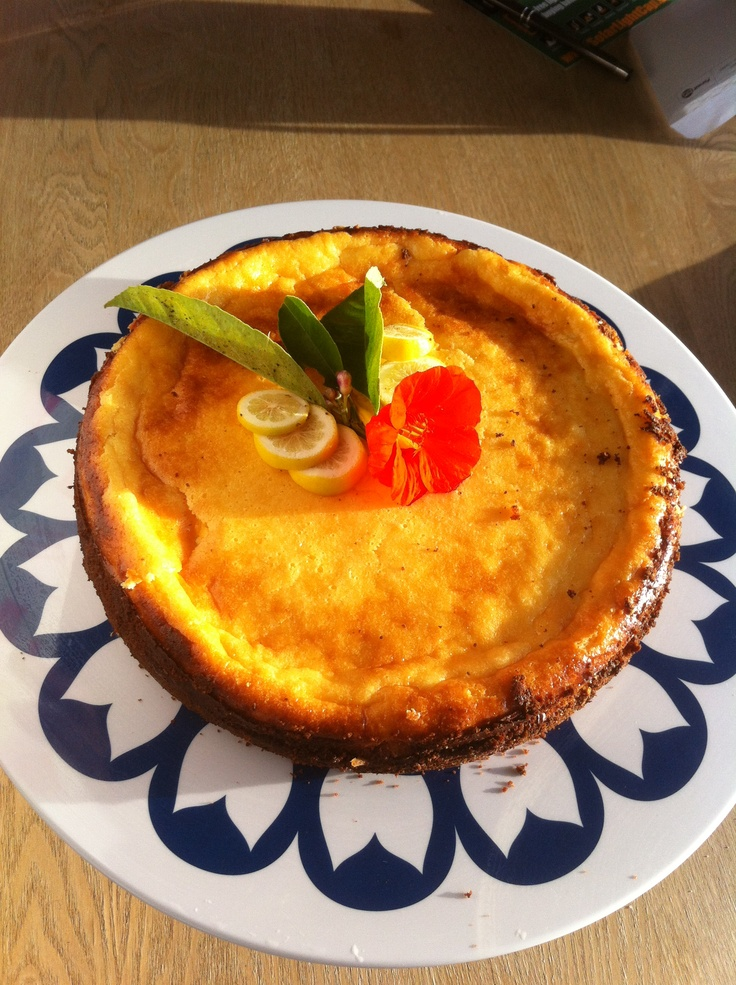 Lemon baked cheesecake by Vee