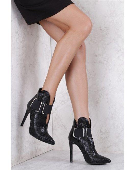 İlvi ile sizde bu yazı hareketlendirin! En moda ayakkabılar en uygun fiyatlarla mizu'da seni bekliyor!