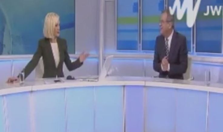 On air: Αμηχανία στο χθεσινοβραδινό κεντρικό δελτίο ειδήσεων του ΡΙΚ – Έμπλεξαν τα μπούτια τους