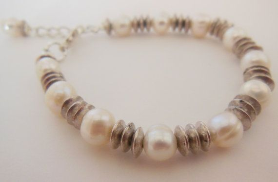 Freshwater pearl and metal Bracelet. Silvertone by LeelysBeads, €13.00