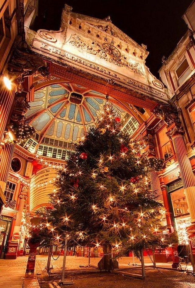 33 Beautiful Photos Of Christmas In London England London Christmas London England Leadenhall Market London