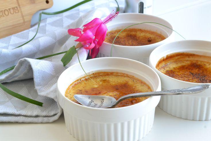 Recette crème brulée sans sucre raffiné, sans lactose, sans crème animale. Crèmes brulées sans chalumeau healthy à la vanille, crème brulée légère et allégée en sucre.