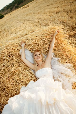 A Rustic Country Wedding: Iphone App, Bride Grooms, Bridal Pictures, Rustic Country Wedding, Country Westerns Wedding, Wedding Ideas, Country Girls, Country Wedding Photos, Country Bride