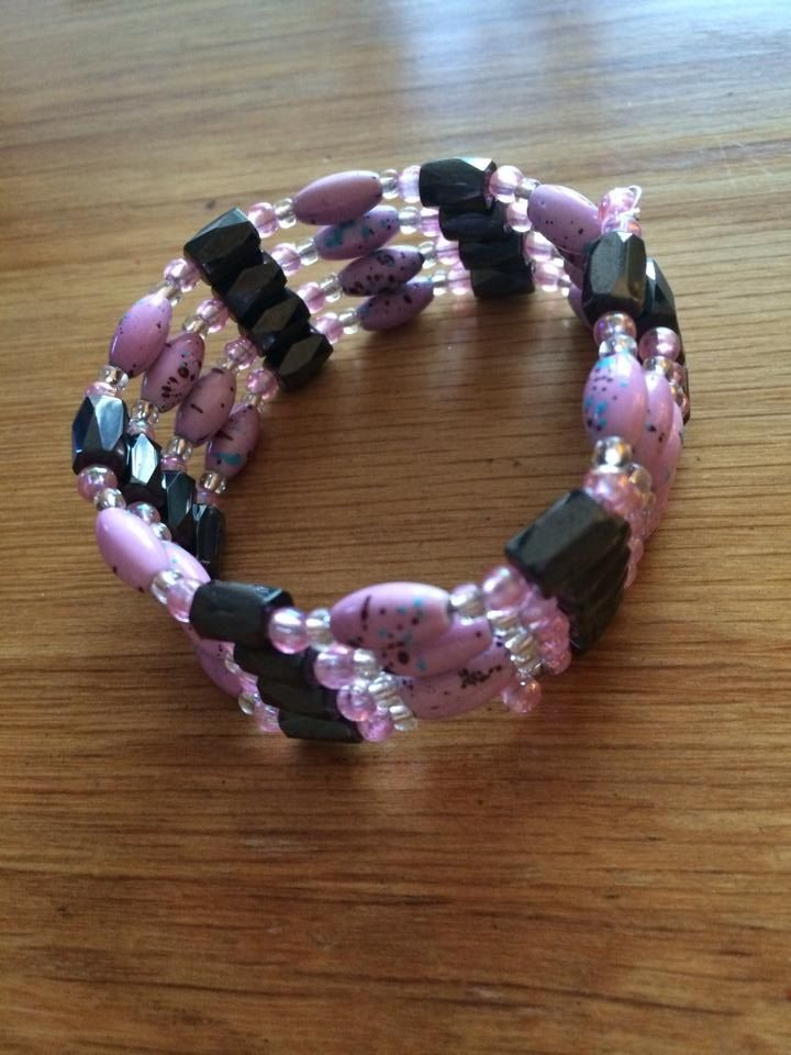 Magnetic bangle in pink