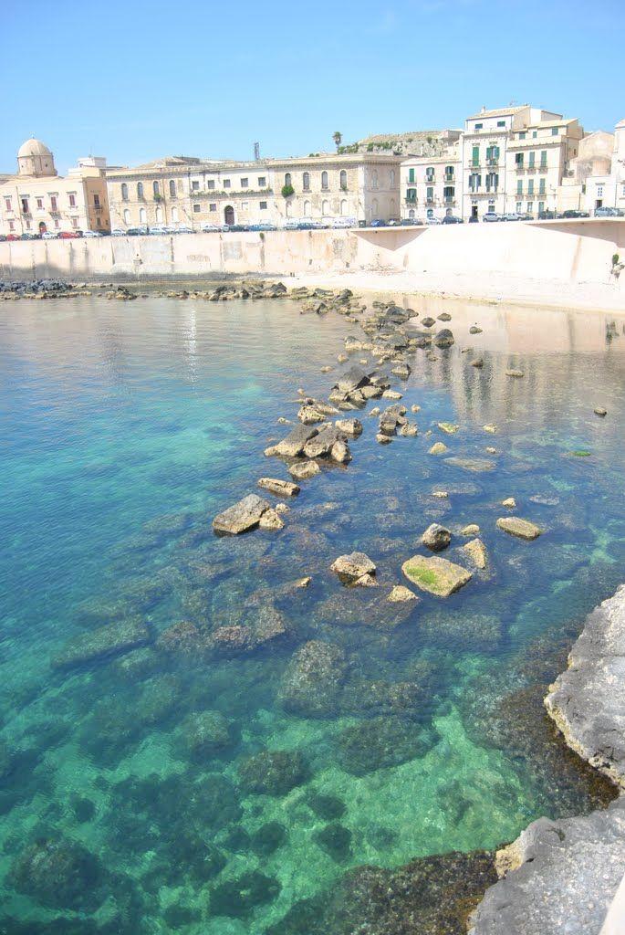 Syracuse, Sicily #Italy | Get travel tips -> www.gadders.eu/destination/place/Syracuse