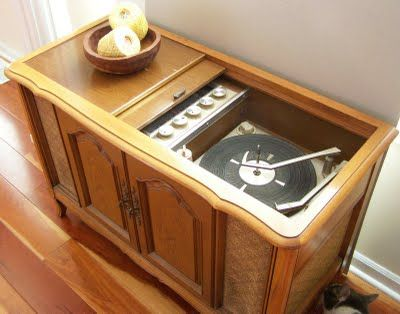 old fashion record player console | everyone needs a good old fashioned late 60s record player stereo ...
