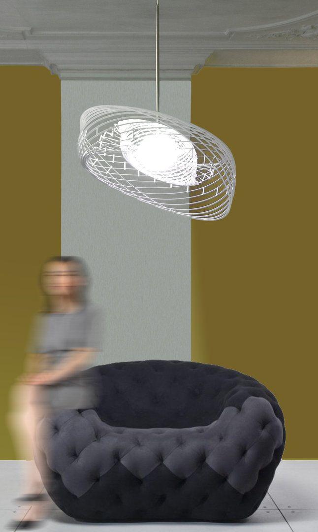 HELIO - Het hedendaagse ontwerp van Helio kenmerkt zich door de lichte, transparante structuur en de krachtige sculpturale beweging. Deze vormen vermengen de kleuren van de innovatieve Dydell LED-lichtbol prachtig met elkaar. Helio komt voort uit de fascinatie van Bartek voor geometrie en kosmische orde. Het is geïnspireerd op het heliocentrische stelsel zoals beschreven door Nicolaas Copernicus, de Poolse wiskundige en astronoom uit de tijd van de Renaissance.