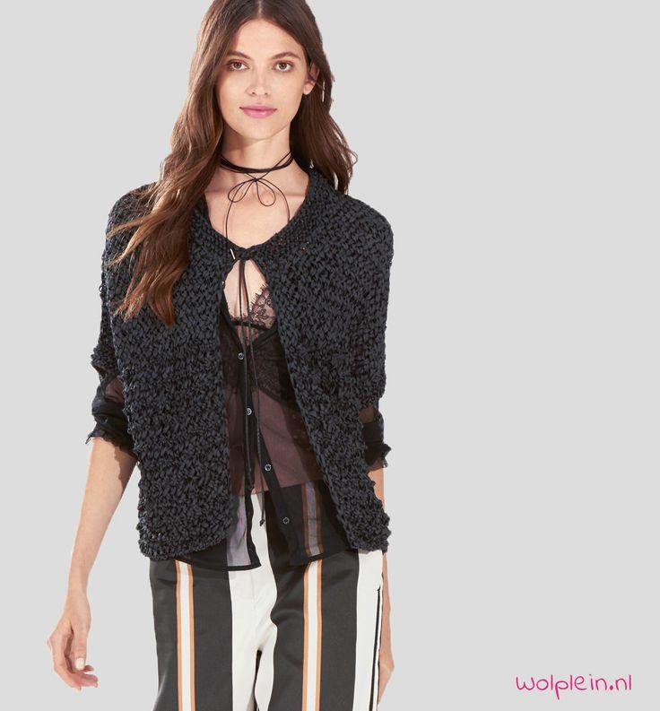 Vestje breien voor de zomer? Dit trendy model van Lana Grossa Alcanto brei je eenvoudig met dit gratis patroon. Kies je kleur en waag je aan de lederlook!